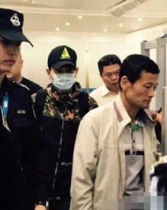 54歲「劉德華」現身機場!口罩打開大家都被嚇傻...這臉太誇張了吧!